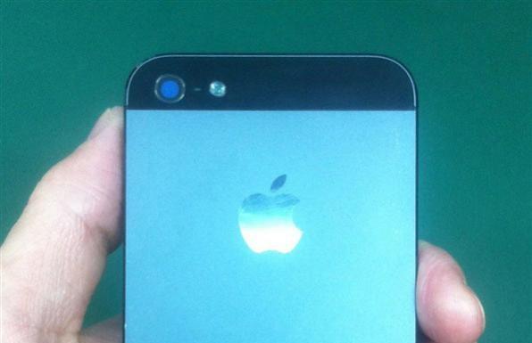 iPhone 5S 2 596x385 - iPhone 5S : les premières images ?
