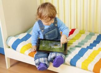 Enfant utilisant une tablette