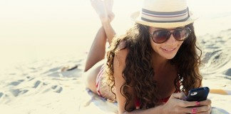 [Astuces] Comment protéger son smartphone à la plage ?