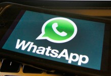 smartphone avec l'application whatsApp