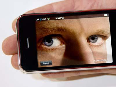 Vous avez un iPhone ? L'�il de Moscou vous regarde !