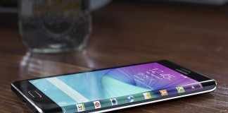 samsung galaxy note edge sur table