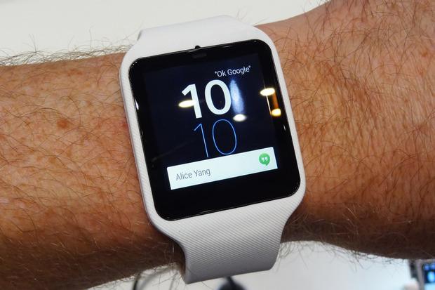 achat montre sony smartwatch 3. Black Bedroom Furniture Sets. Home Design Ideas