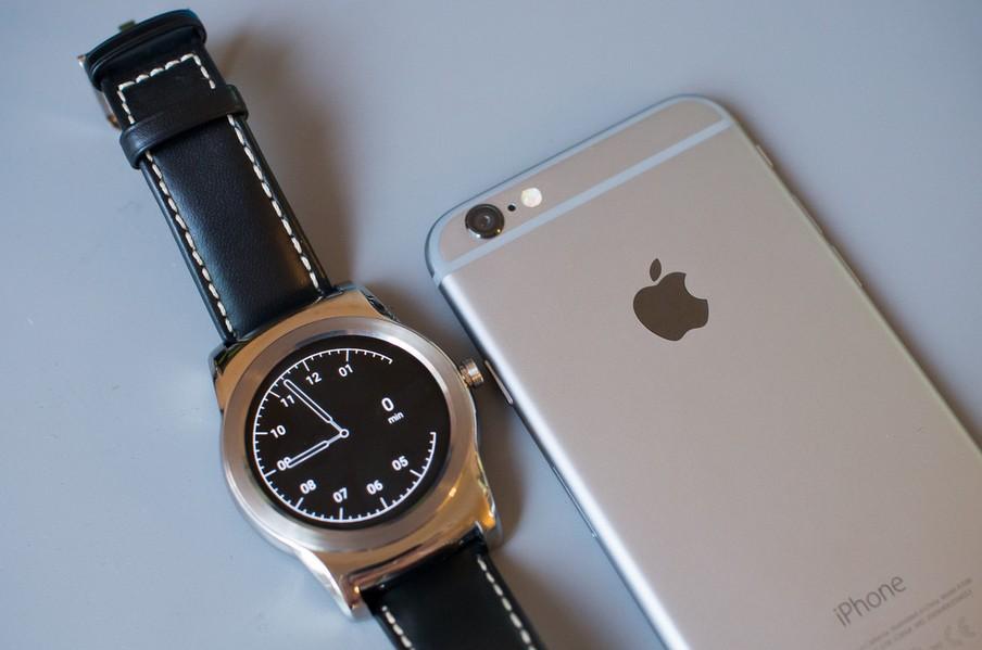 iphone 6 il est compatible avec les montres android wear. Black Bedroom Furniture Sets. Home Design Ideas
