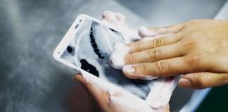 le smartphone japonais qui aime le savon