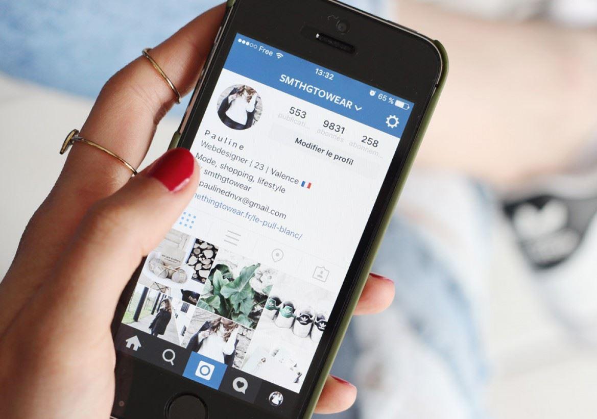 Instagram est une application, un réseau social et un service de partage de  photos et de vidéos .... Dans un premier temps, toutes les publications seront  encore disponibles sur la page. En mai .... Elle permet aux utilisateurs de  smartphone Android & iOS de créer des vidéos en time-lapse, c'est-à-dire des  contenus vidéos...