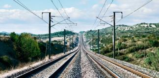 Orange utilise le réseau fibre de la SNCF