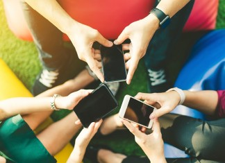 Ados smartphones