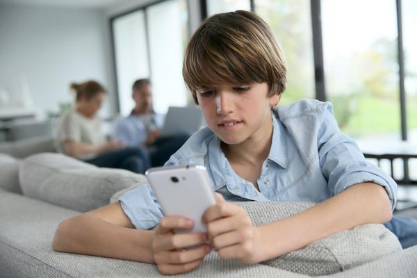 Les smartphones, sources de dépression chez nos ados ?