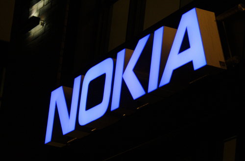Macron met la pression au sujet des 600 licenciements — Nokia