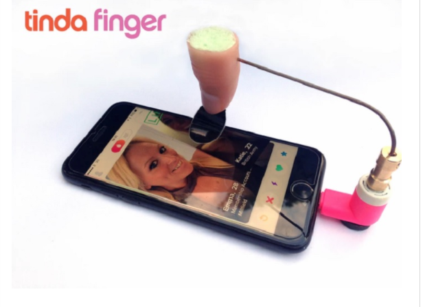 tinda finger le nouveau gadget indispensable pour matcher sur tinder. Black Bedroom Furniture Sets. Home Design Ideas