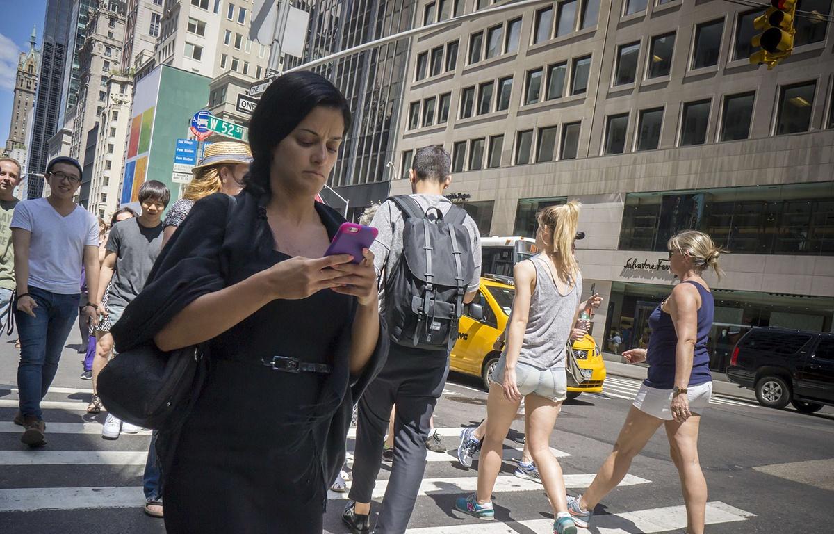 Chine : une voie spéciale mise en place pour les accrocs aux smartphones