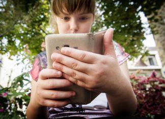 Smartphone école enfant