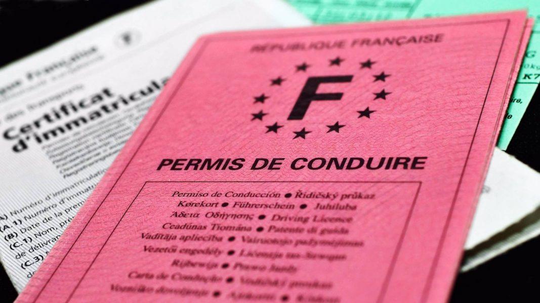 Téléphone au volant permis de conduire, loi