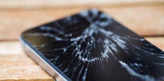 Smartphone écran cassé