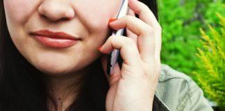 Smartphone à l'oreille