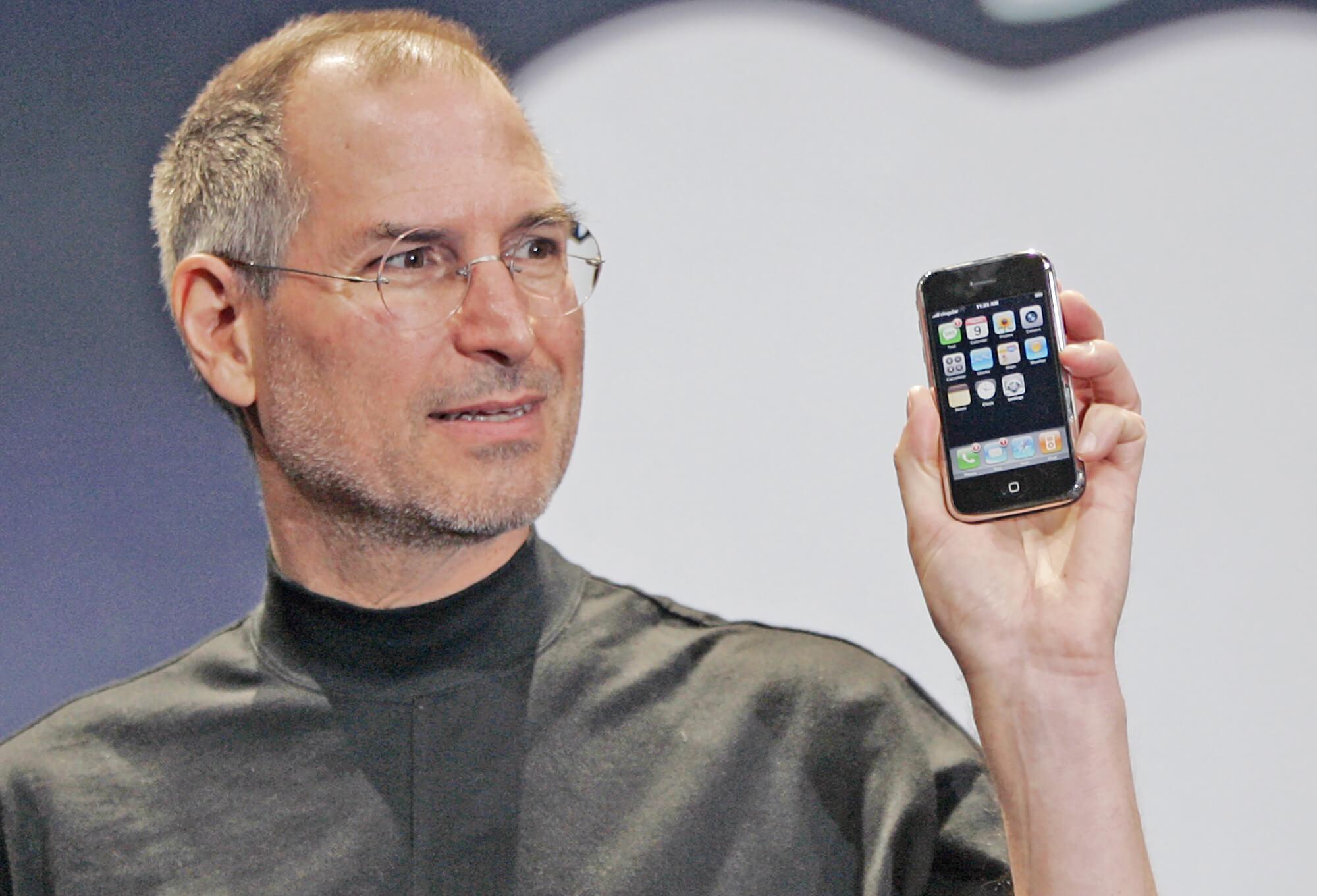 Apple : un CV de Steve Jobs bientôt vendu aux enchères !