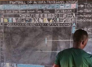 Ce professeur dessinait Word au tableau !