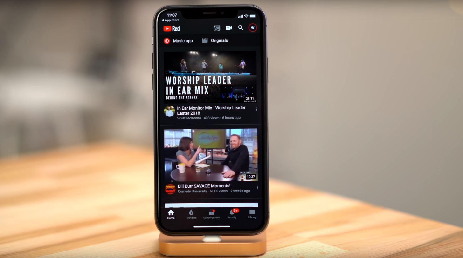 YouTube : le mode sombre a un impact considérable sur l'autonomie de l'iPhone X