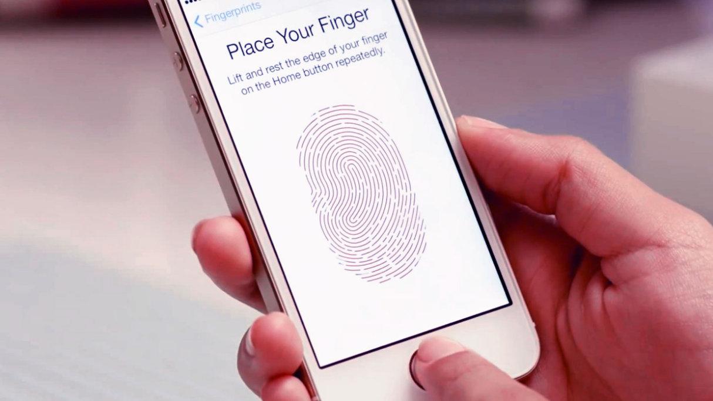 Des policiers utilisent le doigt d'un mort pour déverrouiller son smartphone