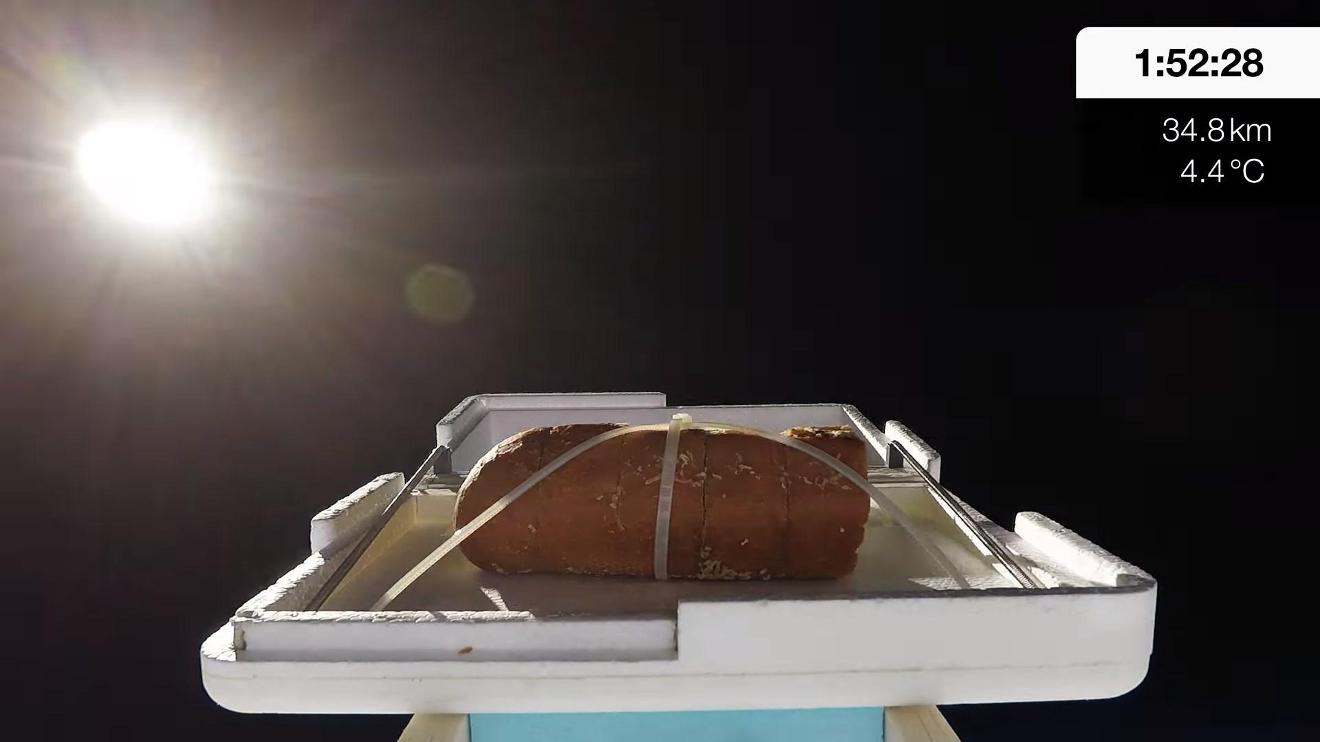 YouTube : un vidéaste envoie un pain à l'ail dans l'espace !