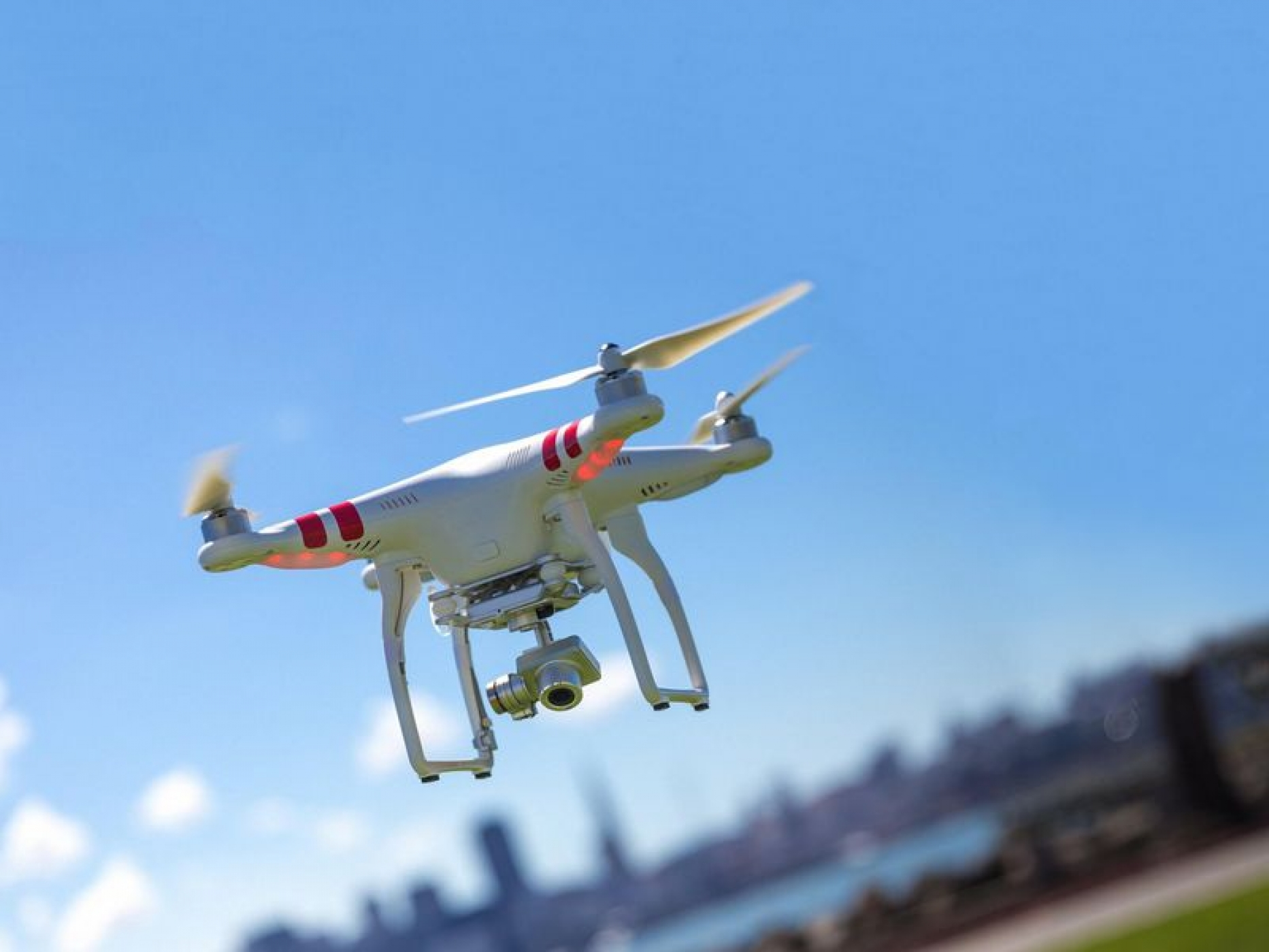 Un permis de télépilote requis pour faire voler un drone