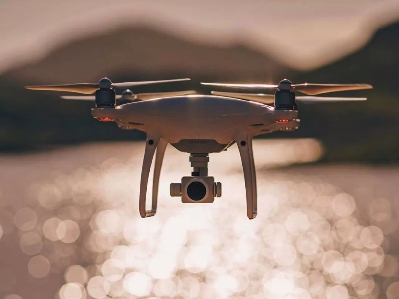 Quel drone pas cher transporter avec vous pendant vos vacances ?