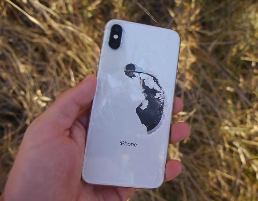 Drop test : cet iPhone X fonctionne après une chute de 300 mètres !