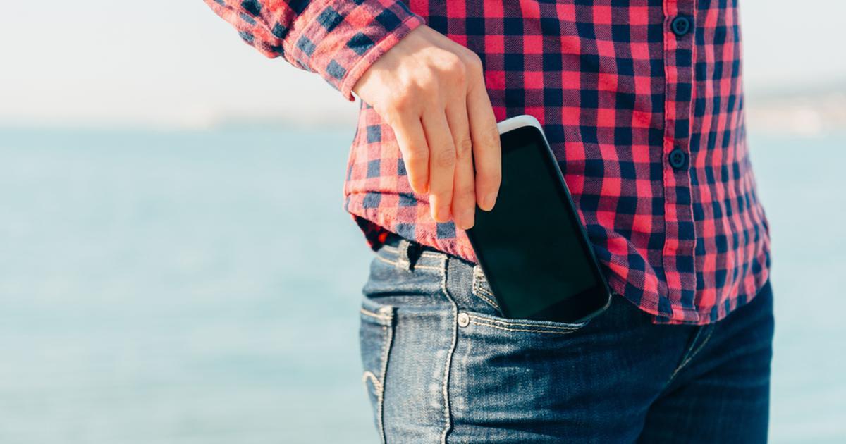 Les poches avant des pantalons des femmes ne seraient pas adaptées aux smartphones