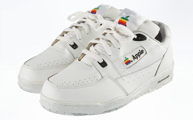 Versace lance des sneakers dédiés à Apple