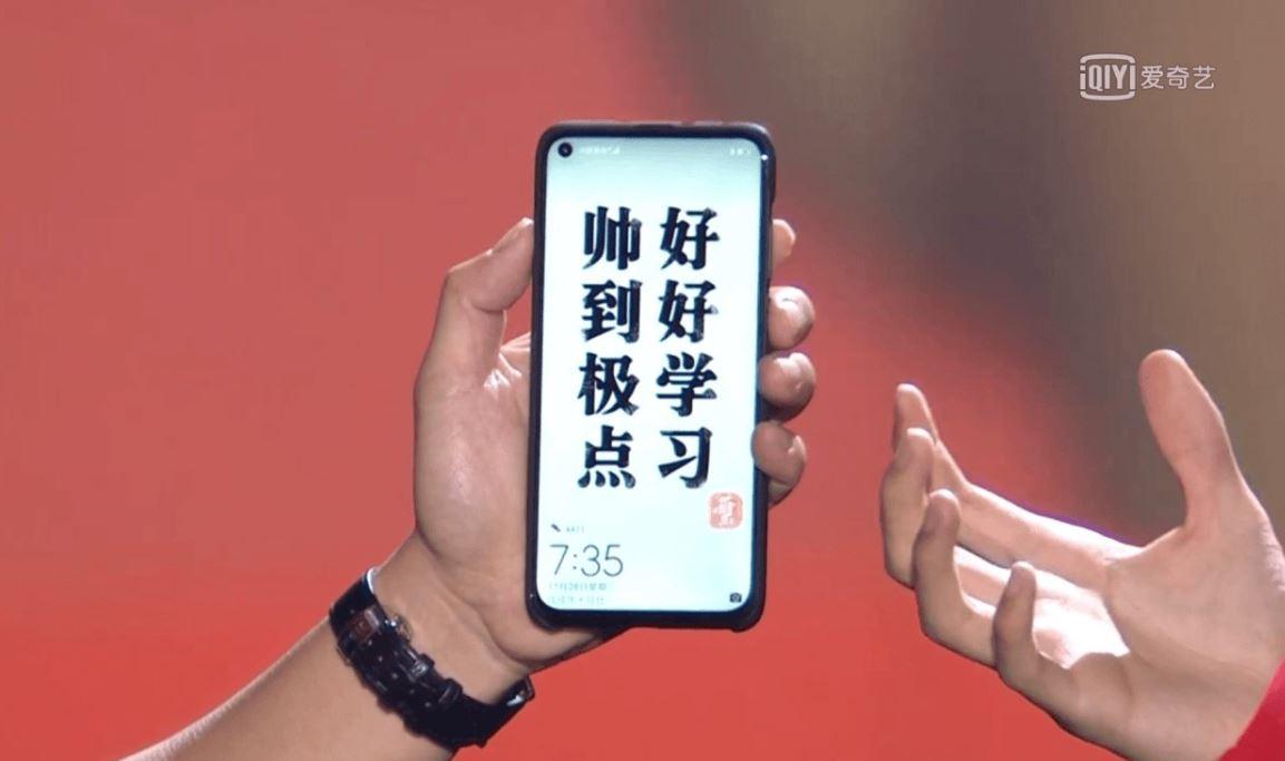 Huawei Nova 4 : le smartphone à trou se montre encore !