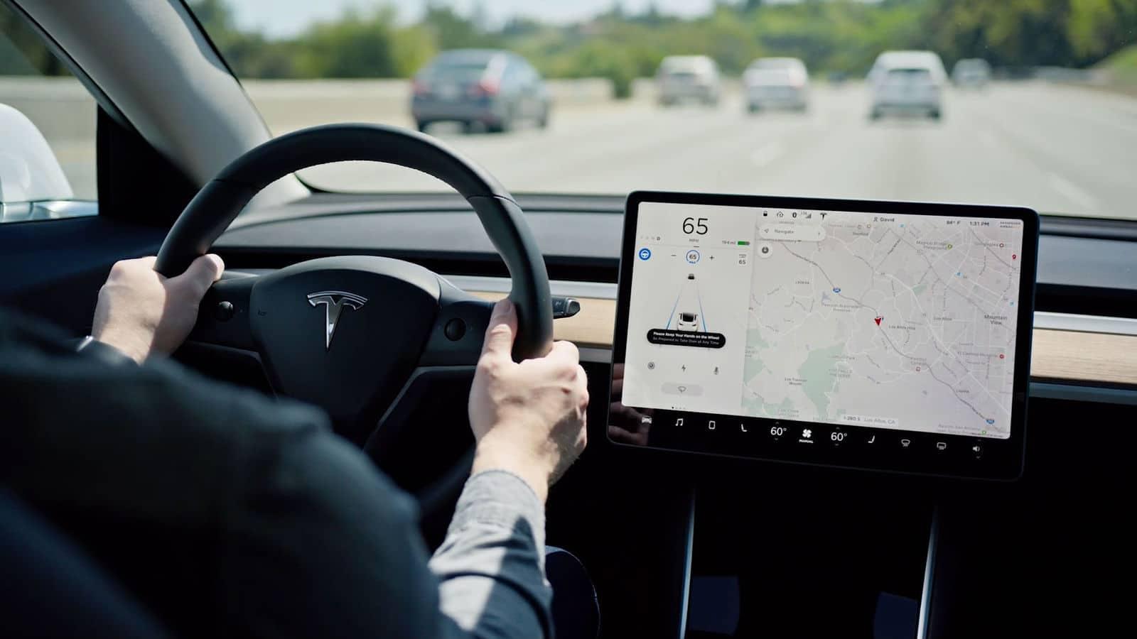 Vidéo : quand l'Autopilote de Tesla évite une collision qui aurait pu tourner au drame