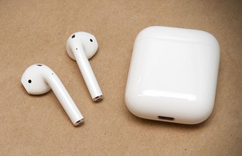AirPods : Apple préparerait un modèle amélioré et rechargeable par induction pour début 2019