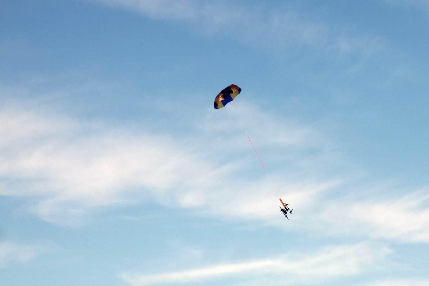 Les drones DJI auront des parachutes