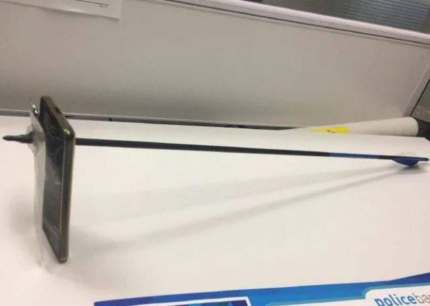 Un australien et un iPhone en guise de bouclier