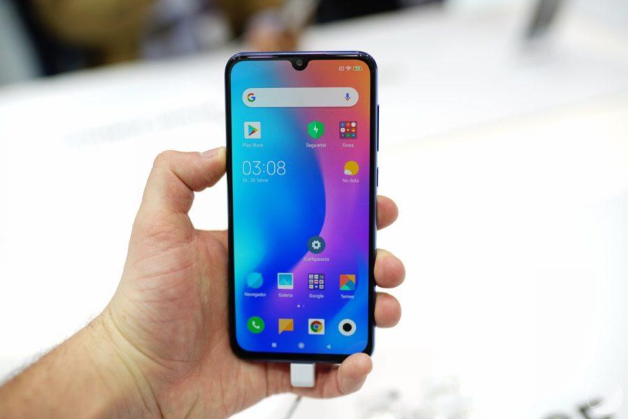 xiaomi mi 9 se frandroid c dsc00817 1200x800 900x600 - [Bon Plan] 20 € de réduction sur le Xiaomi Mi 9 SE et une trottinette chez Fnac - Darty