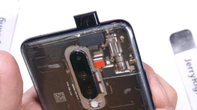 OnePlus 7 Pro : une vidéo dévoile ses entrailles et le mécanisme du tiroir pop-up