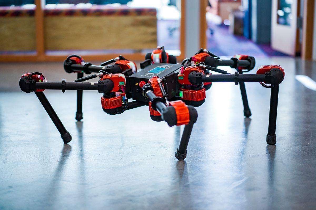 Facebook travaille sur des robots pour développer ses compétences en IA