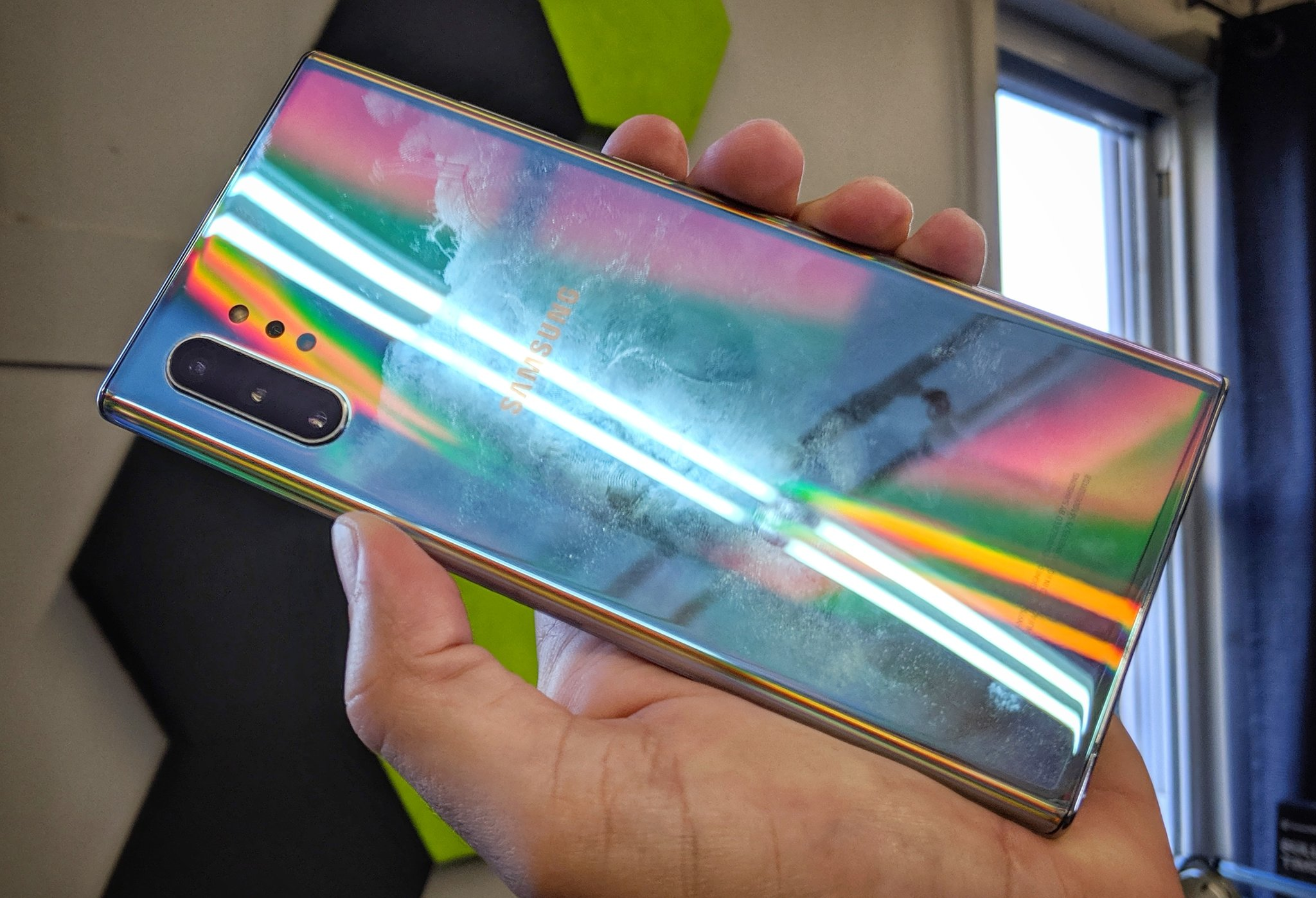 Le Samsung Galaxy Note 10 se salit facilement