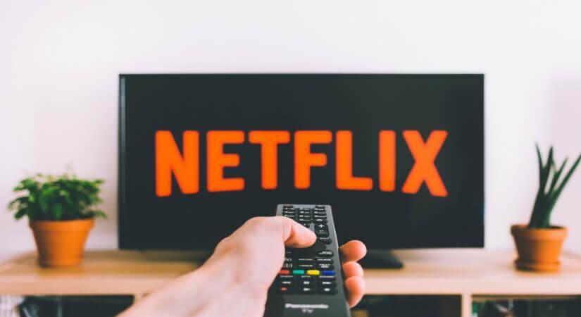 Netflix vient de publier son dernier rapport sur les débits du service chez les opérateurs en France. Bizarre, SFR se trouve à la fois premier et dernier.