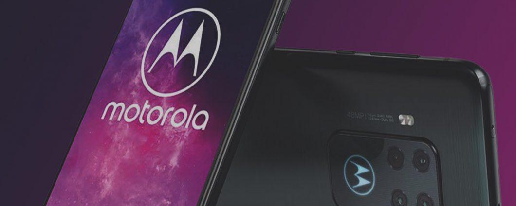 motorola one zoom 2120x848 1 1060x424 - Motorola prépare un smartphone avec une caméra pop-up intégrée