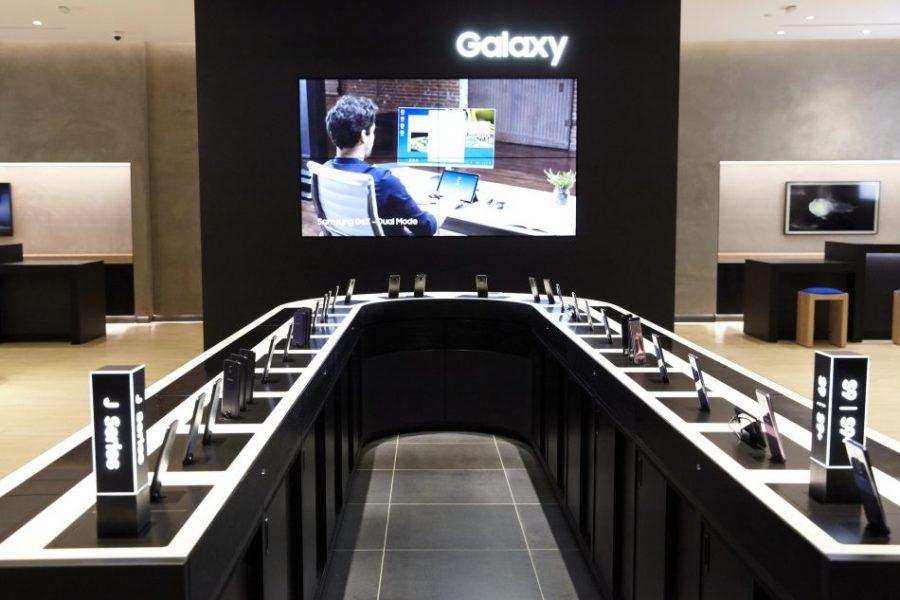 samsung experience store Long Island Retail 3 950x633 900x600 - Black Friday : notre sélection des meilleurs smartphones Samsung en promotion
