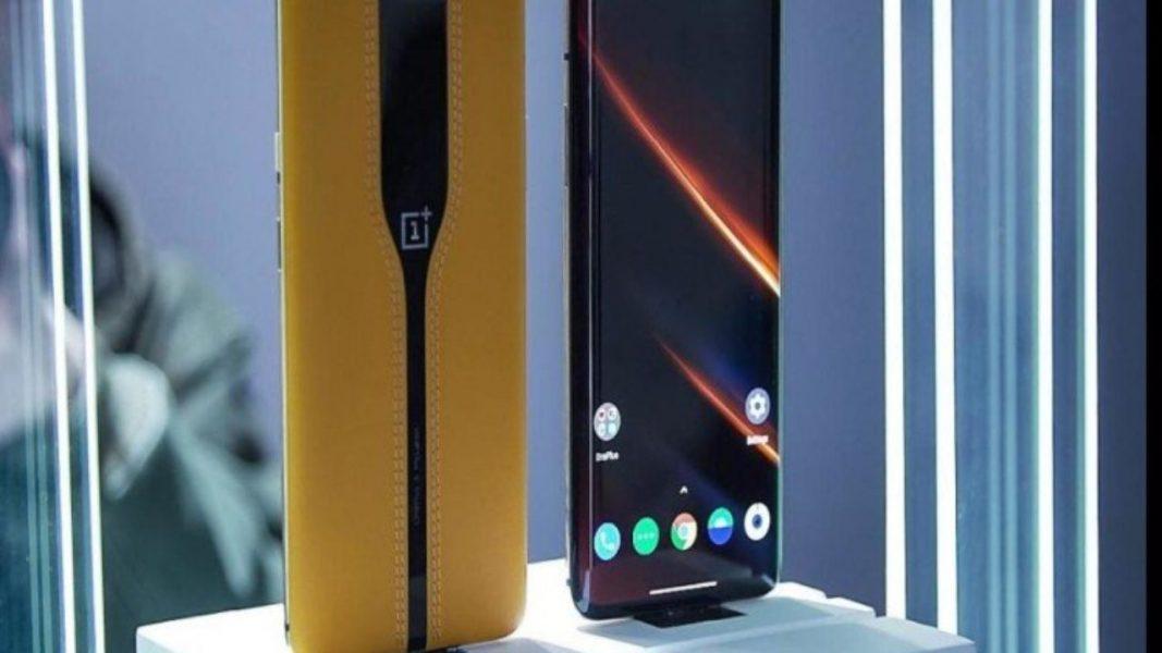 Oneplus Showcase Concept One Mclaren Edition With Electronic Back Panel 1280x720 1067x600 - CES 2020 : OnePlus dévoile son Concept One, un smartphone avec triple capteur photo