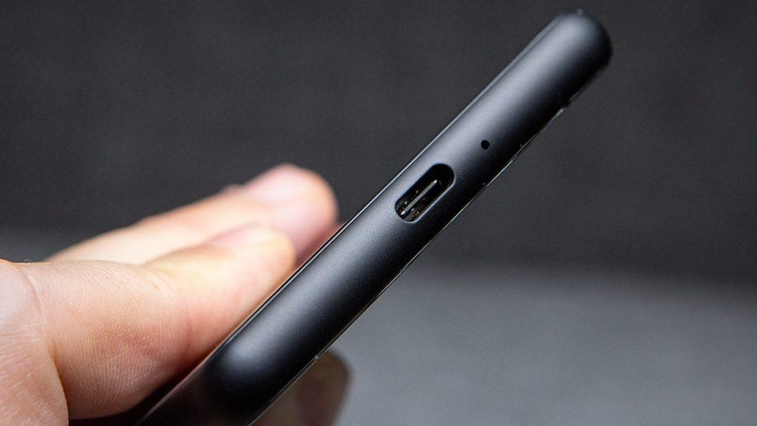 Sony Xperia 10 II usbc 1064x600 - [ Test ] Sony Xperia 10 II : le fond et la forme presque à égalité
