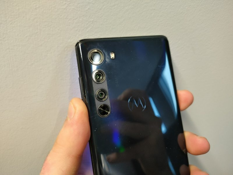 Motorola Edge design dos 800x600 - Test du Motorola Edge : un smartphone 5G haut de gamme à 500 euros