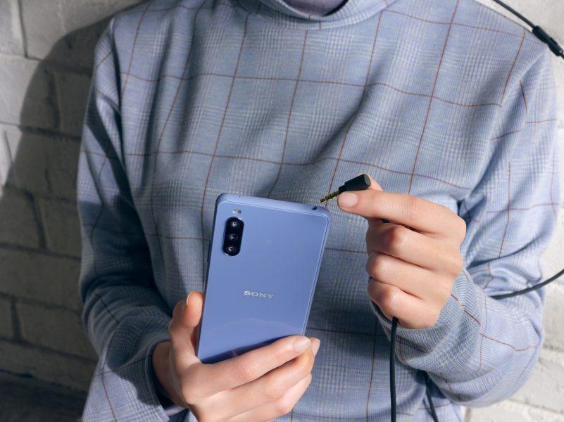 Xperia 10 III 3.5mm Audio Jack Blue Large 801x600 - Sony dévoile ses Xperia 1 III, Xperia 5 III et Xperia 10 III avec une vision pour le futur de sa gamme