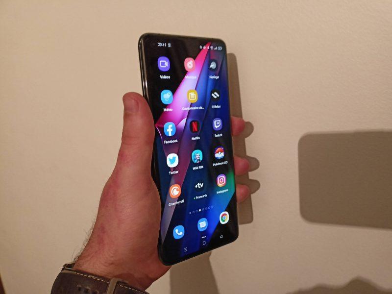 Oppo Find X3 Pro écran 1 800x600 - Test du Oppo Find X3 Pro : le smartphone au presque parfait