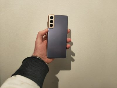 Samsung Galaxy S21 design 1 400x300 - Comment mesurer l'efficacité d'un smartphone gaming ?