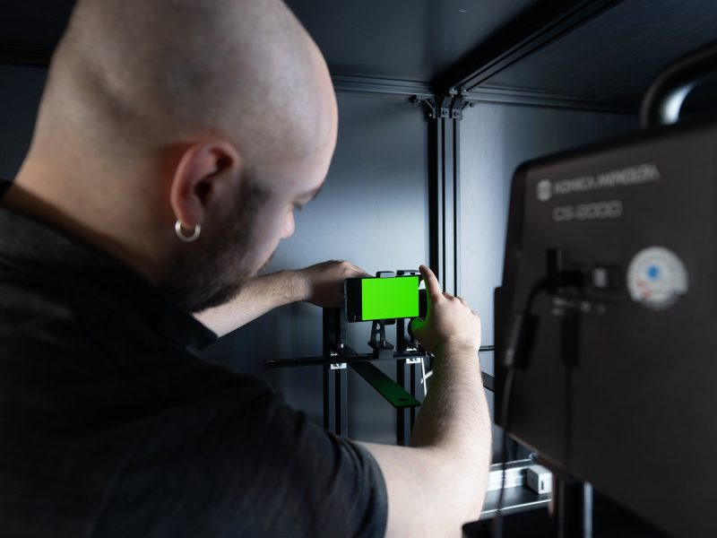 DXOMARK Display bench 800x600 - Comment mesurer l'efficacité d'un smartphone gaming ?