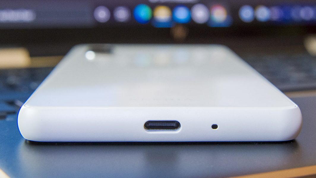 Sony Xperia 10 III usbc 1064x600 - Test du Sony Xperia 10 III : le smartphone du quotidien encore un peu à la traîne